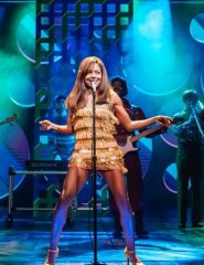 Adrienne Warren als Tina Turner in TINA - Das Tina Turner Musical