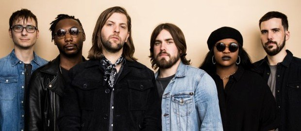 Welshly Arms gehen auf Learn To Let Go Tour